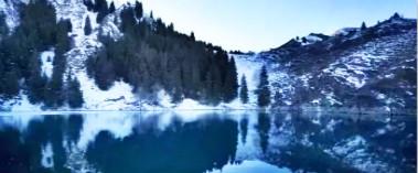 行走在冬季的天池中