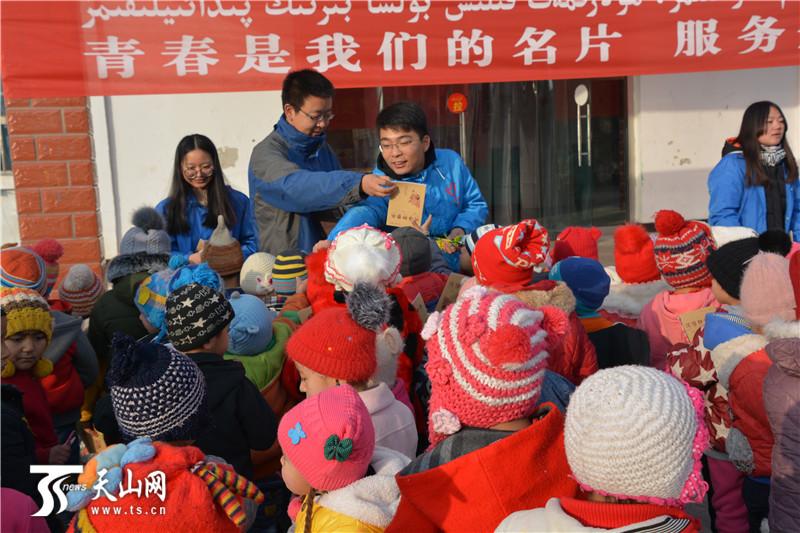 天山网讯(通讯员刘婕摄影报道)12月5日,共青团伽师县委组织24名西部