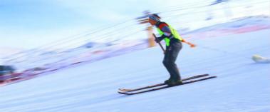 阿勒泰古老毛皮滑雪比赛激情上演