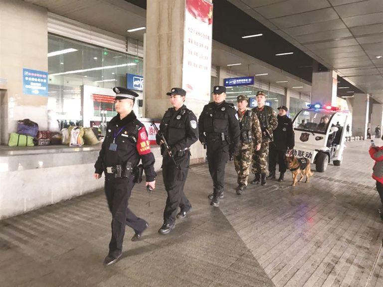 重庆时时彩现场开奖:春运中的民警:_安全最重要,服务不能少