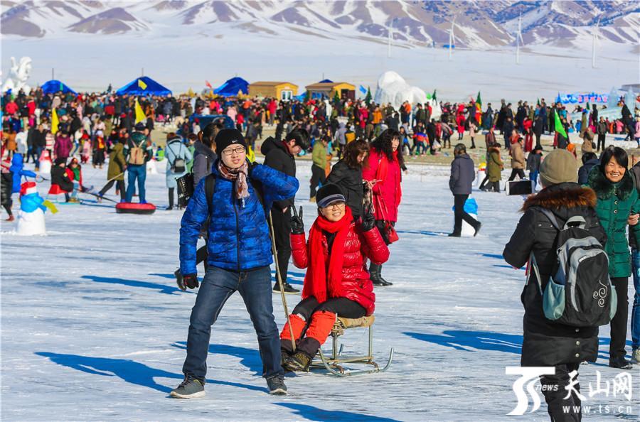 新疆赛里木湖冰雪季旅游文化活动开幕