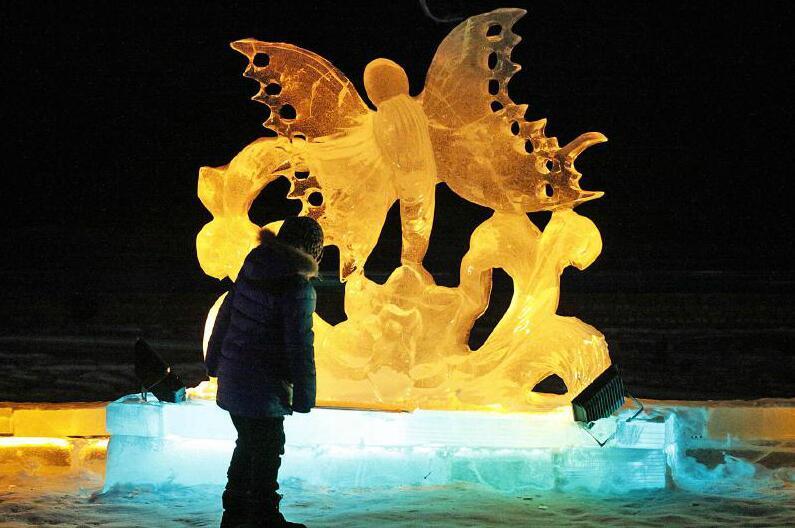 手机金沙娱乐平台:冰雕雪雕,冬季新疆的艺术!