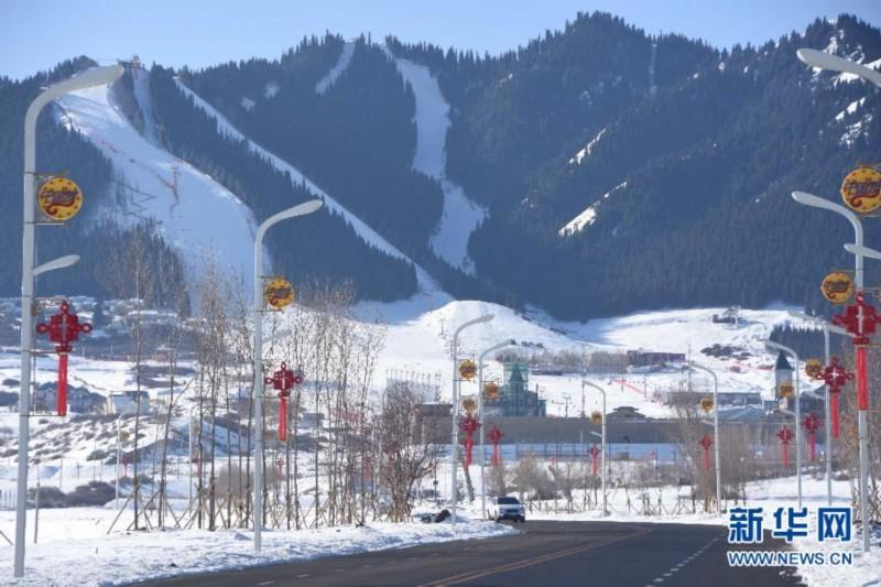 """金沙华人娱乐平台:特写:在新疆滑雪过春节的冰雪""""发烧友"""""""