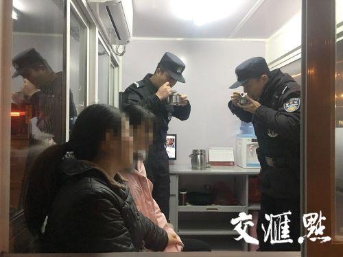 金沙线上娱乐开户:甜到心里!_帮扶多年的贫困学生给岗亭警察送来汤圆