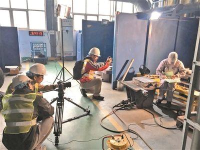 重庆时时彩官方手机版:广州日报全国两会原创MV_元宵单日传唱过亿次