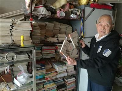 """急速赛车游戏:八旬老人靠""""拾荒""""捐建7个阅览室:""""想让更多的人喜欢读书"""""""