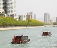 库尔勒天鹅河沿河美景