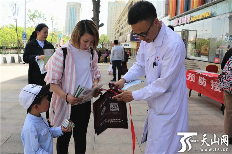 玩急速赛车有挣钱的吗:乌鲁木齐沙依巴克区疾控中心开展疫苗日宣传活动