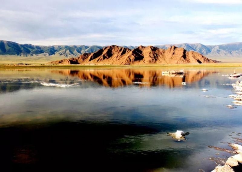 巴里坤湖如天空之镜
