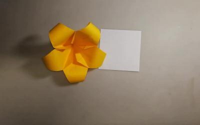 漂亮的百合花折纸