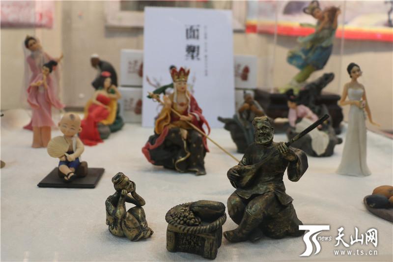 网上赌博平台:乌鲁木齐市文化馆举行非物质文化遗产传统技艺展