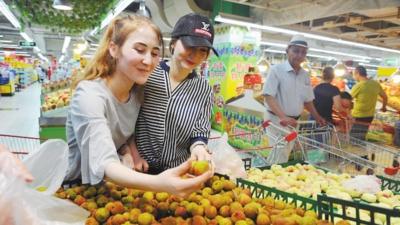 线上赌博平台排名:乌鲁木齐市民有序采购精心准备美食