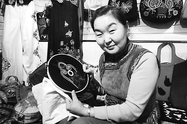 北京赛车PK10投注网站:敖热拉木加甫:从兴趣开始发展刺绣事业