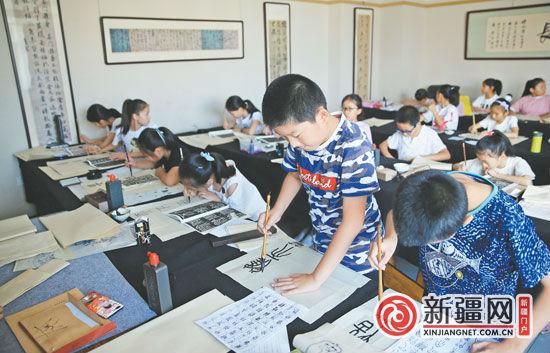 北京赛车:乌鲁木齐市中小学生书法大赛举行