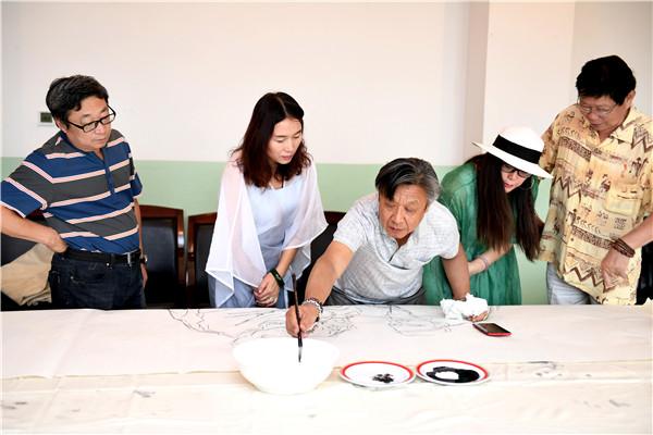15位全国知名画家走进新疆用画笔描绘新疆是个好地方