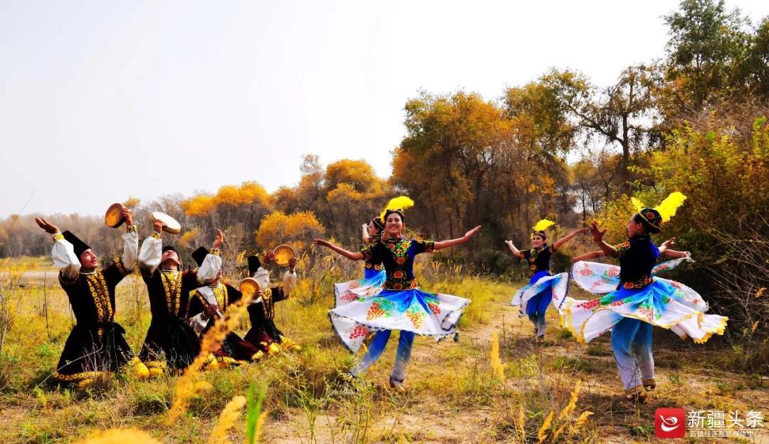 八方游客沉醉新疆文化旅游