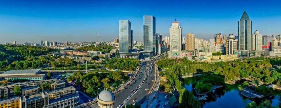 2012年5月,鸟瞰乌鲁木齐市西大桥一带街景。 李向东 摄
