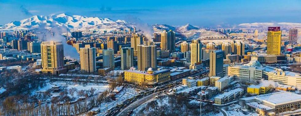 2014年2月,鸟瞰乌鲁木齐市西大桥一带冬景。 李向东 摄