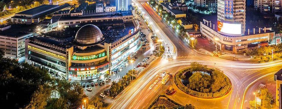 2012年9月,鸟瞰乌鲁木齐市友好百盛一带夜景。 李向东 摄