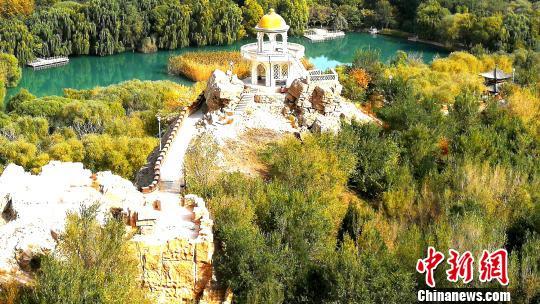 """""""古老公园""""新疆乌什县燕泉山景区秋色迷人"""