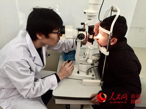 天津援疆医生:为和田白内障儿童带来光明