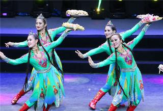 新疆托克逊歌舞亮相湖南郴州春晚