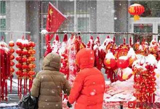 """白雪中的一抹红 这是属于乌鲁木齐的""""耀眼"""""""