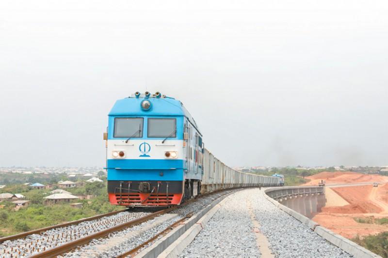"""尼日利亚建成首条中国标准的""""双线""""铁路 即将开启为期三个月的免费试乘"""