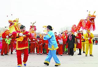 和静县举办大型元宵节社火表演