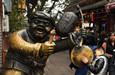 """重庆磁器口""""更夫""""雕像受青睐"""
