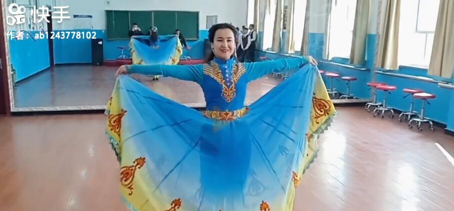 老师跳舞跳的很好!