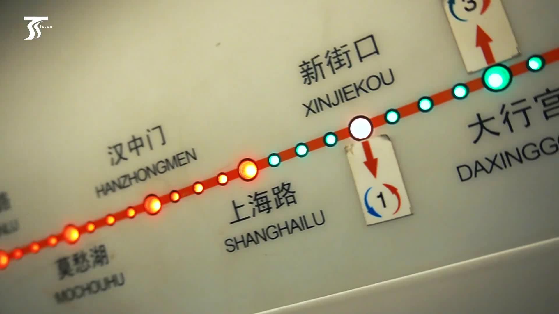 南京伊宁两地一家亲,我们新疆好地方快闪唱响南京新街口地铁站