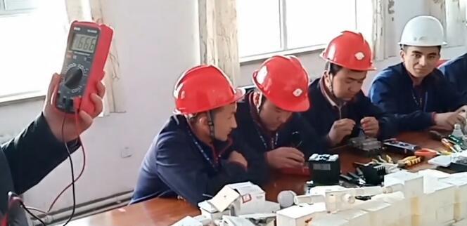 我们教培中心的水电工班
