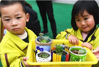 """孩子们的""""环保义卖节"""""""