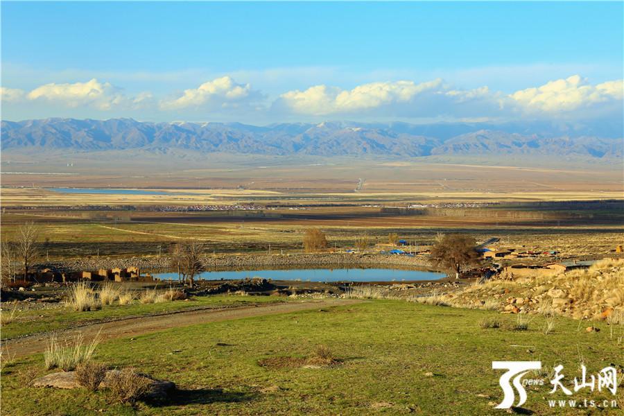 在距巴里坤县城20多公里的石人子村小黑沟风景区