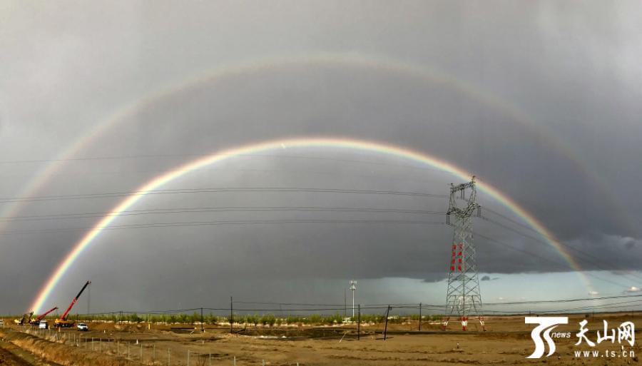 克拉玛依:雨后彩虹美