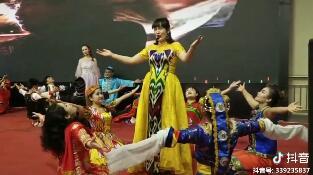 #美女学员唱歌,一个比一个漂亮