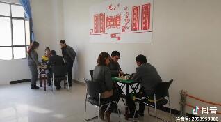 #下棋下棋 学员专心的,一点儿不受我影响