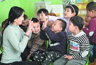 大黄水泉幼儿园:2位教师和15个孩子