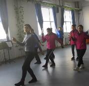 兴趣舞蹈班,喜欢的学员就可以跟着老师学