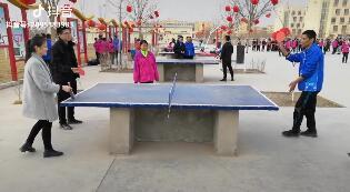 操场有学员和老师一起打乒乓球的,有在练舞的