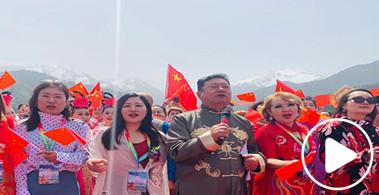天池快闪:天南地北游客共唱《我和我的祖国》