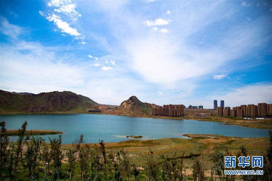 """乌鲁木齐""""城中湖""""的生态变迁:从""""垃圾围湖""""到""""草木环湖"""""""