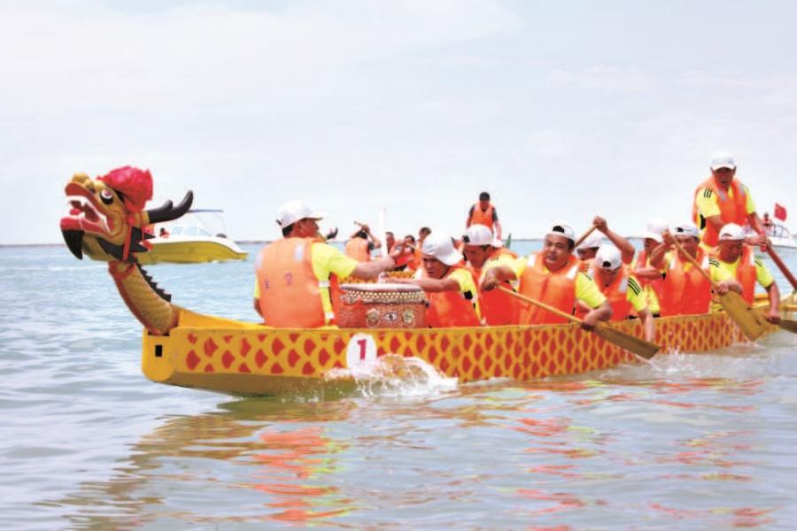 和硕县:16支龙舟队竞技金沙滩