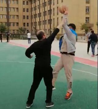 常打篮球有助于学员的身体健康