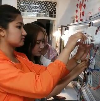 女学员也能学电力 为她们点赞