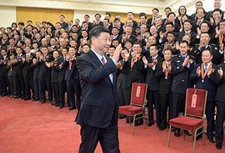 习近平会见受表彰公务员个人和集体代表