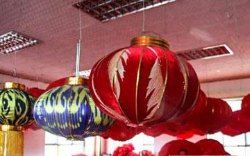 呼图壁县一合作社做出艾德莱斯灯笼