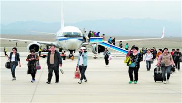 """新疆旅游跑出高质量发展""""加速度"""""""