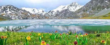隐藏在深山中如诗如画的那拉提冰湖